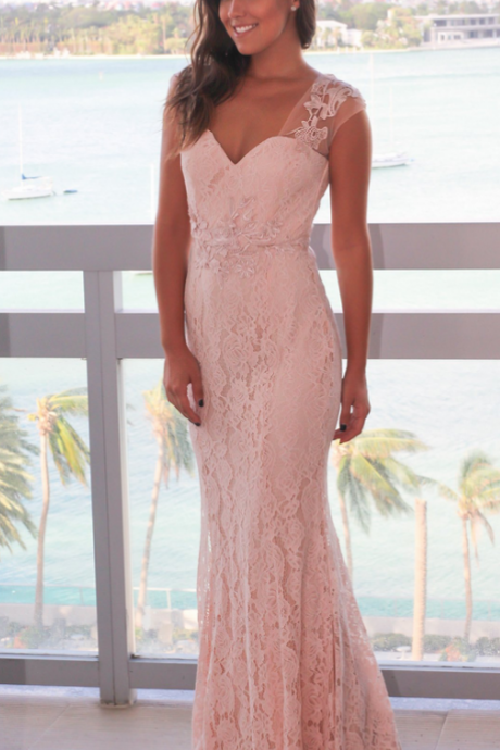 Pink heart collar and sleeveless evening gown