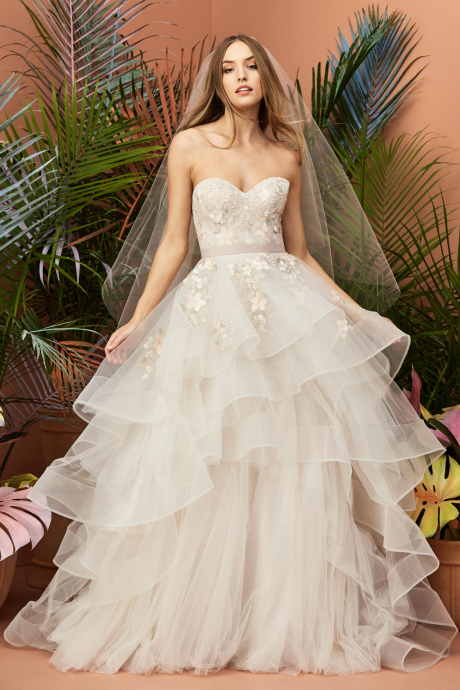 Wedding net row floral strapless couples with multi-layer neckline wedding dress.