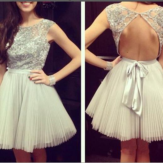 Scoop Neck Tulle Homecoming Dresses Appliques Beaded Short Cocktail Dresses